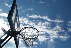 篮子在太阳阴影的球板 免版税图库摄影