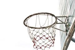 篮子在孤立的球董事会 免版税库存图片