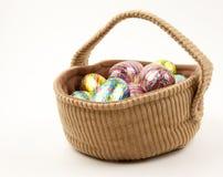 篮子复活节彩蛋 库存照片