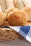 篮子小圆面包 免版税库存照片