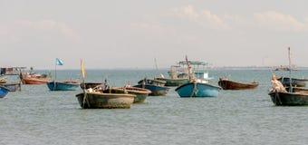 篮子小船在岘港,南海滩越南2016年7月 免版税库存照片