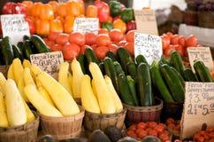 篮子新鲜的销售额蔬菜 库存照片