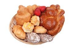 篮子查出的小圆面包新鲜 免版税库存照片