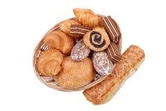 篮子查出的小圆面包新鲜 免版税图库摄影