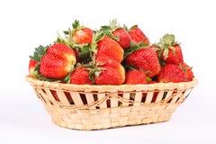 篮子查出的草莓空白木 库存图片