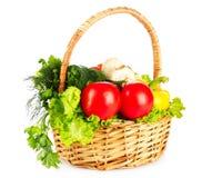 篮子查出的集合蔬菜wricker 库存图片