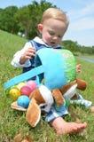 篮子溢出的复活节 库存图片