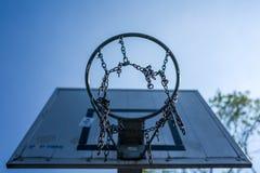 篮子球篮子在Altengroden学校在威廉港,德国 免版税图库摄影