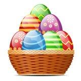 篮子用复活节彩蛋 库存照片