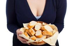 篮子用新鲜面包 免版税库存照片