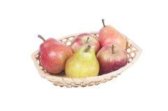 篮子用苹果和梨 图库摄影