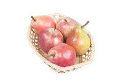 篮子用苹果和梨 免版税库存照片