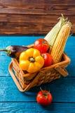 篮子的图象与秋天菜的 库存照片