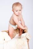 篮子的逗人喜爱的矮小的小婴儿与女用连杉衬裤 图库摄影