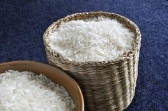 篮子碗米 免版税库存图片