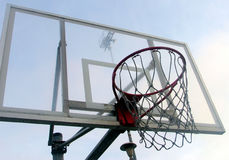 篮子篮球 库存图片