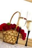 篮子香槟玫瑰 免版税库存图片