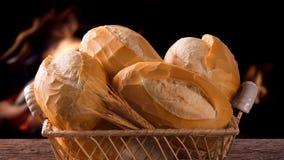 篮子`法国面包`,传统巴西谋生有火背景 影视素材