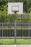 篮球场在一所老监狱 库存图片