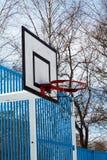 篮球场在冬天 免版税库存照片
