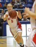 篮球女孩通过 免版税库存照片
