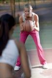 篮球女性球员 免版税库存照片