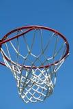 篮球室外特写镜头的箍 免版税库存照片
