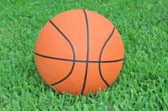 篮球桔子 免版税库存图片