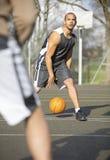 篮球比赛一个在一个 库存照片