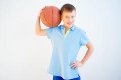 篮球男孩使用 库存图片