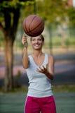 篮球空转 库存图片