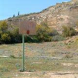 篮球篮在一个庭院里在塞浦路斯 免版税库存图片