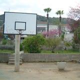 篮球篮在一个庭院里在塞浦路斯 库存图片