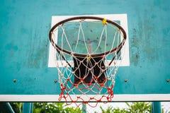 篮球篮在公园 免版税图库摄影