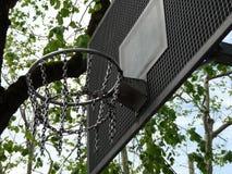 篮球篮子细节在室外公园 免版税库存照片