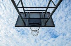 篮球被中断的箍 免版税库存图片