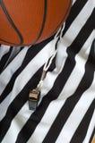 篮球裁判 免版税库存照片