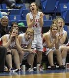 篮球长凳女孩 免版税库存照片