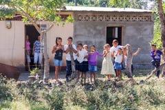 篱芭的孩子在尼加拉瓜的乡区 库存照片