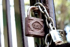 篱芭的挂锁 免版税库存照片