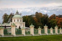 篱芭oranienbaum公园 免版税图库摄影