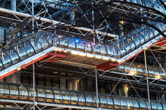 篷皮杜中心的详细资料,巴黎,微明的 库存图片