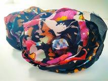 簪子手工制造与色的织品花和小珠 免版税库存图片