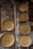 簸箕的浙江嘉兴Wuzhen西固住宅干燥粮食消耗 免版税库存照片