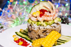 米、鲕梨和虾开胃菜  免版税库存照片