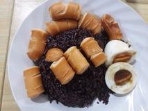 米、鸡蛋和香肠 免版税库存图片