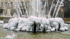 米兰、伦巴第、意大利、雕象和喷泉在朱利奥塞萨尔广场,在新的Citylife地区附近 图库摄影