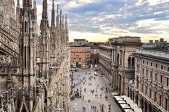 米兰和圆顶场所维托里奥Emanuele看法II从中央寺院屋顶  免版税库存图片