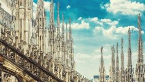 米兰大教堂屋顶惊人的全景  免版税库存图片