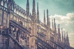 米兰大教堂屋顶惊人的看法  免版税库存图片